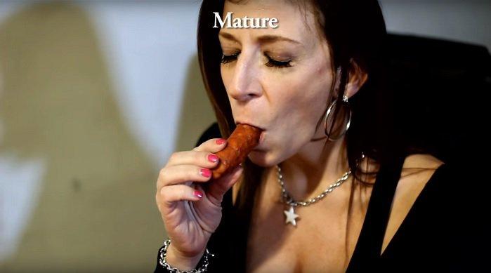 sara-jay-shows-how-pornstars-eat-their-food